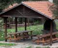 Τοποθέτηση τραπεζόπαγκων και φύτευση ελάτων στο χώρο του Συλλόγου στη θέση «Εκκλησιές»